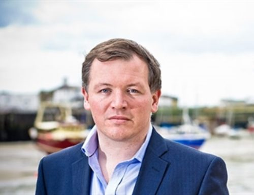 Damian Collins calls on advertisers to challenge social platforms